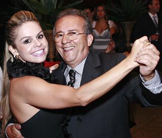 Kelly Cavaglieri e o pai, Erailto