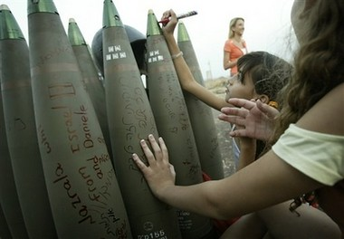 isreali children with parent, marker, bombs? AP photo 2006