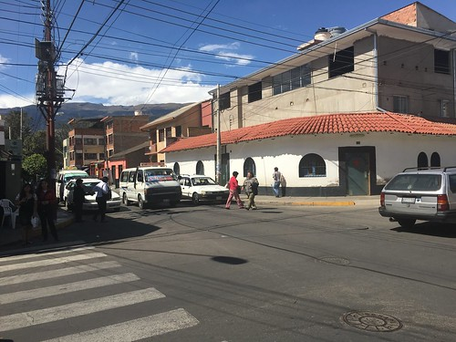 Il n'y a pas de feu pour les piétons à Cochabamba... il faut faire TRÈS attention !