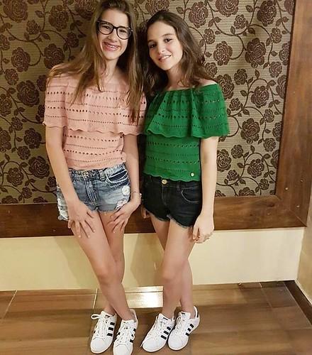 As lindinhas Lorena e Gabi com SuperStar Adidas da da Cash