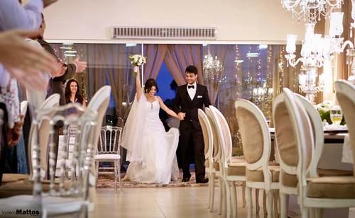 Os noivos chegam ao salão de festas do Folha de Prata