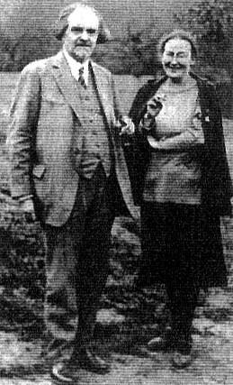 Ο συγγραφέας με την Μαρία Σκομπτσόβα, σοσιαλεπαναστάτρια, μετά μέλος του Χριστιανικού Σοσιαλιστικού Κόμματος Ρωσσίας, Μητέρα και Οσία