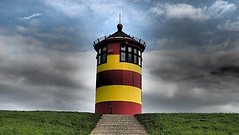 "Der Leuchtturm. Die Leuchttürme. • <a style=""font-size:0.8em;"" href=""http://www.flickr.com/photos/42554185@N00/22919472413/"" target=""_blank"">View on Flickr</a>"