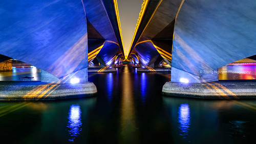 "Colorful Esplanade Bridge • <a style=""font-size:0.8em;"" href=""http://www.flickr.com/photos/132142211@N05/21627269120/"" target=""_blank"">View on Flickr</a>"