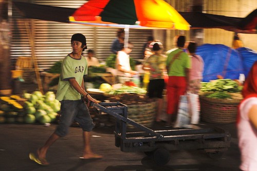 Carbon Market, Cebu kariton man pushing cart  Buhay Pinoy Philippines Filipino Pilipino  people pictures photos life Philippinen