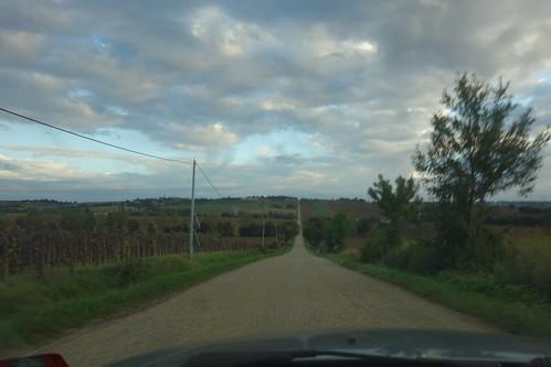 """Une longue ligne droite pour arriver à Montégut (on prononce le """"t"""" final !)"""