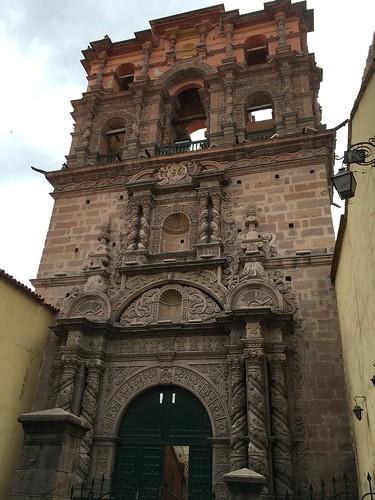 Seule la façade de cette église est encore debout !
