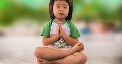 """Das Beten. Er betet. Sie betet. Das kleine Mädchen betet. • <a style=""""font-size:0.8em;"""" href=""""http://www.flickr.com/photos/42554185@N00/31729710065/"""" target=""""_blank"""">View on Flickr</a>"""
