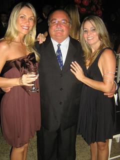 Wagner Rezende, entre a sobrinha Daniela e a nora, Fernanda