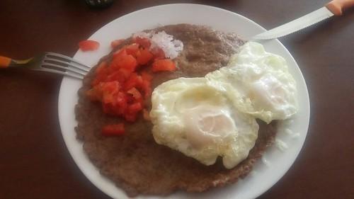 Le silpancho : un plat de Cochabamba, du riz et des pommes de terre recouverts d'une escalope de boeuf ... et d'un oeuf !