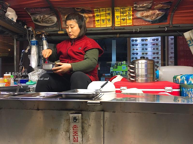 韓國旅遊│弘大 上夜店後的美味宵夜【弘大帳篷路邊攤小吃】~排骨蒸餃子推薦