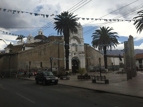 Juste à côté, une église carmélite et son couvent du XVIIè