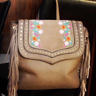 Franjas e bordados fazem esta mochila ser puro desejo2