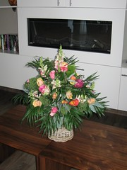 """IMG_4211 bloemstuk in Hospice • <a style=""""font-size:0.8em;"""" href=""""http://www.flickr.com/photos/141226496@N02/41352900082/"""" target=""""_blank"""">View on Flickr</a>"""