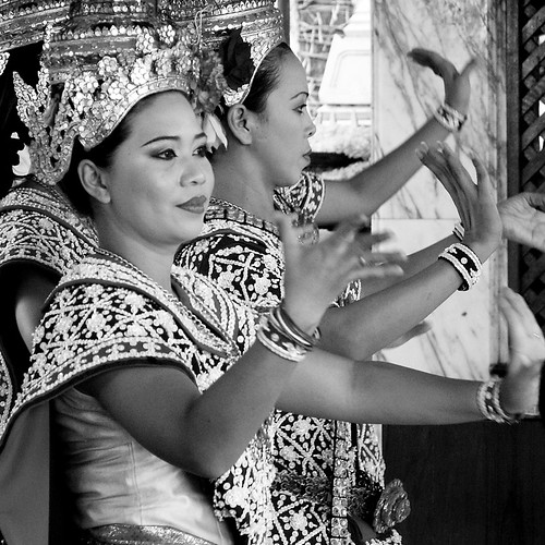 thai dancer girl