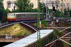 Zwei Ringbahnen östlich von S+U Westhafen