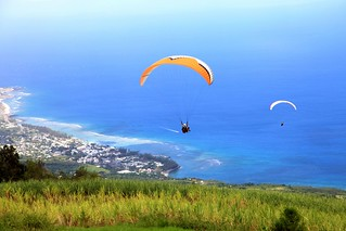 paragliding above St Leu, pic EMMANUEL VIRIN