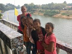 Girls am Fluss in Thabok
