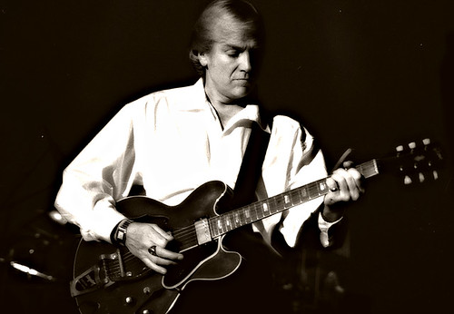 Justin Hayward of the Moody Blues.  Photo by Annie Chartrand