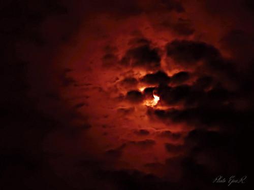 Hold Vörös Égbolt