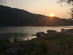 Sonnenuntergang vor der Fähre nach Laksaosy