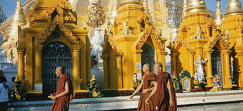 burma rangoon shwedagon 03