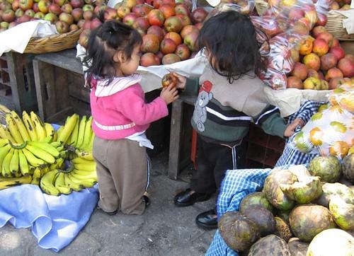 Guatemala: compartiendo manzanas by xeni