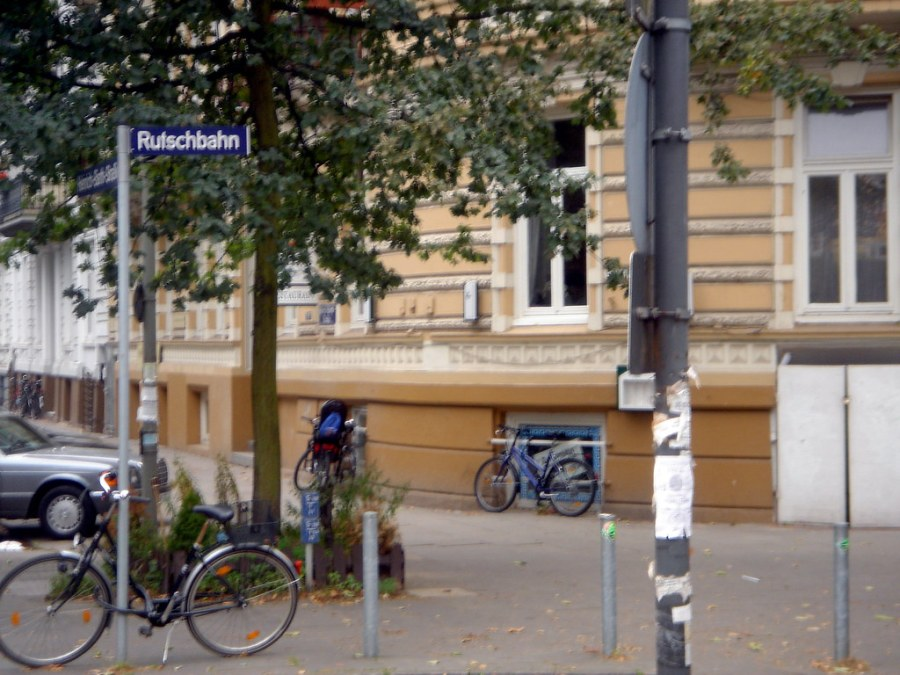 Straatnamen in Hamburg   foto peter praschl