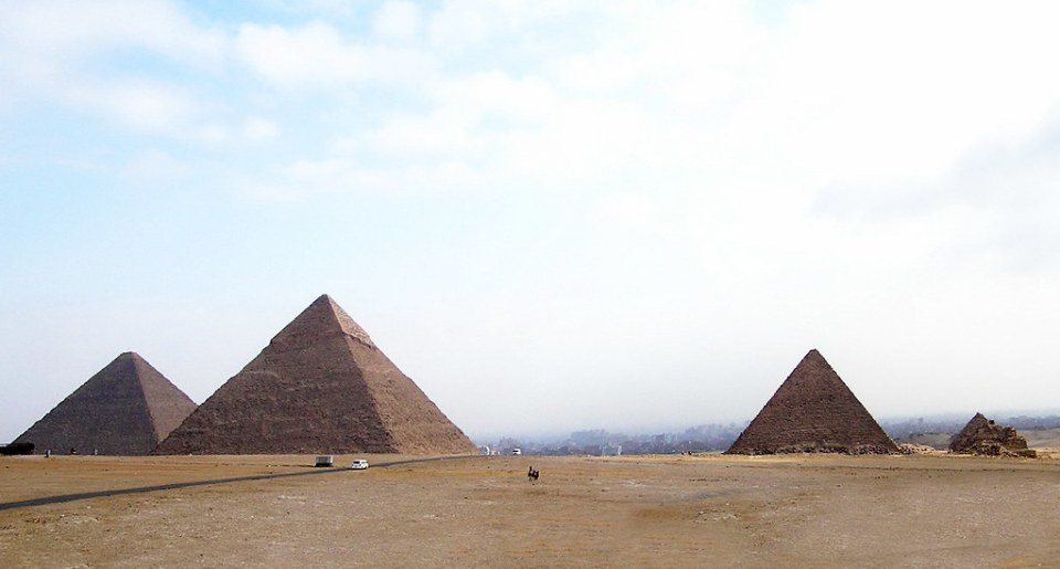 Pirámides de Giza Keops, Kefren y Micerino El Cairo Egipto 01
