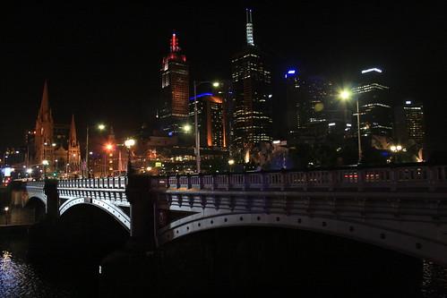 Puente, nocturna