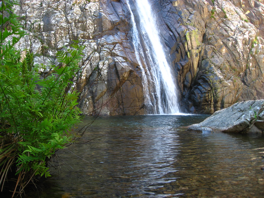 piscina irgas waterfall