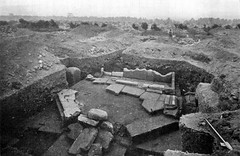 The fountainhouse under excavation in 1907