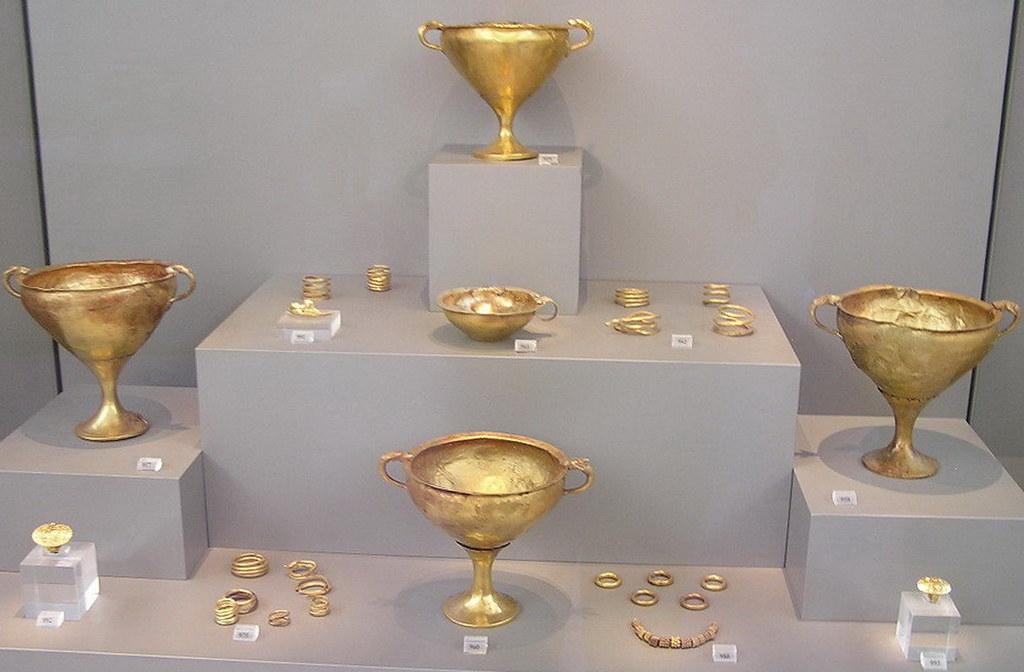 Copas y adornos y joyas de oro Museo Arqueológico de Atenas Grecia 009