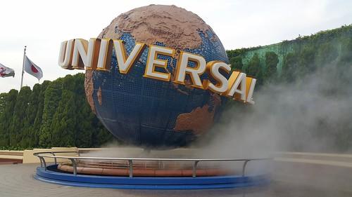 ๊ลูกโลกอันเป็นสัญลักษณ์ของ Universal Studios จะต้องมีเจ้านี่อยู่ด้านหน้าเสมอ