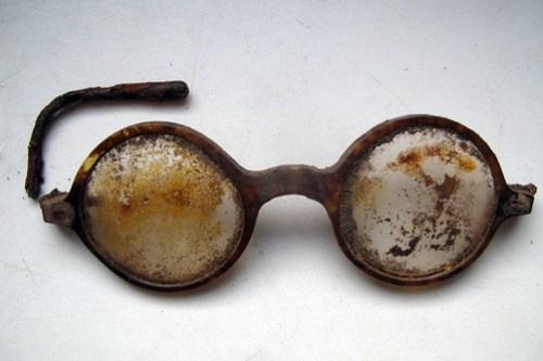 10. Okulary jednej z ofiar.