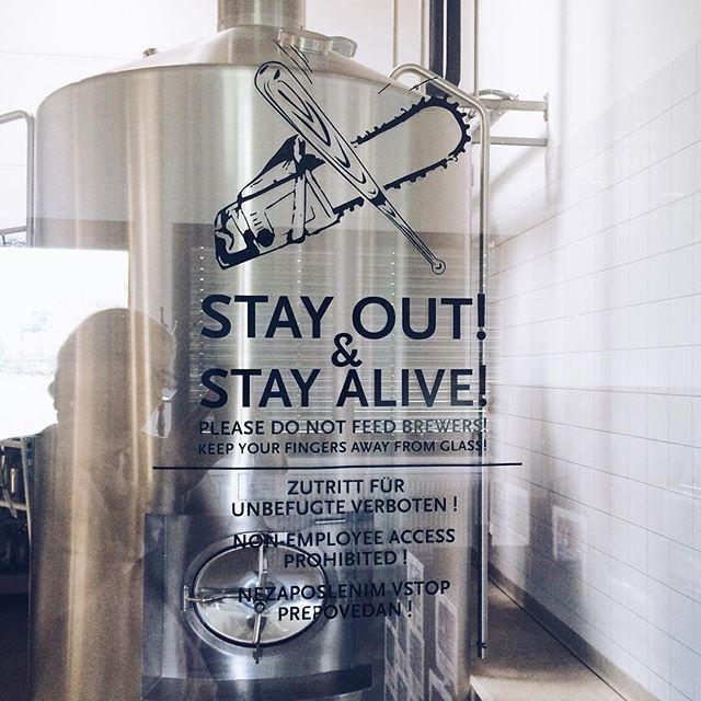 """stay out. please do not feed brewers."" ___ #VSCOcam #bevog #brewery #craft beer #backhendldays #makeitkürbiskernöl [""words"" for #FMSphotoaday #photoadayaugust]"