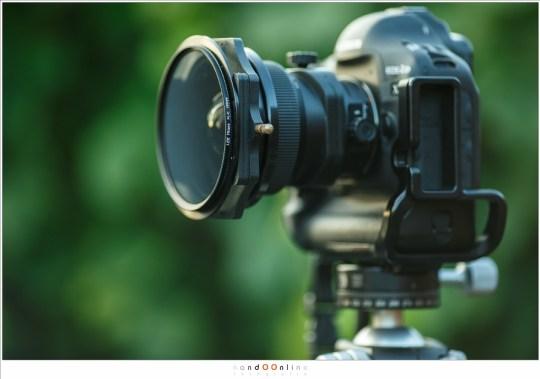 Het Lee filtersysteem op een TS-E 17mm objectief.