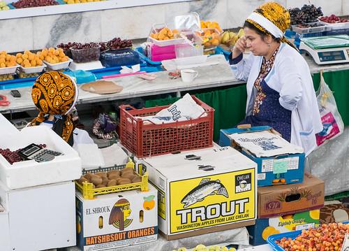 Ashgabat market, Washington apples.
