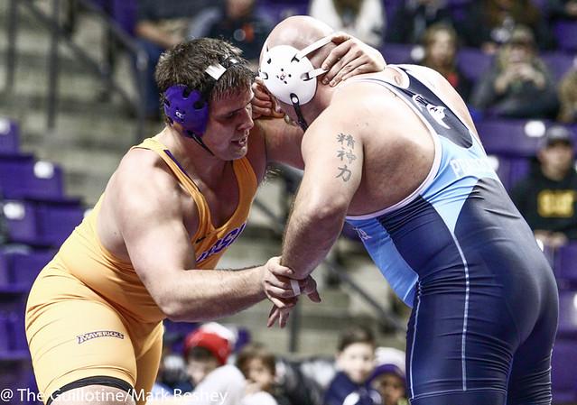 285 Logan Hopp (Upper Iowa) dec. Chris Zimmer 11-6