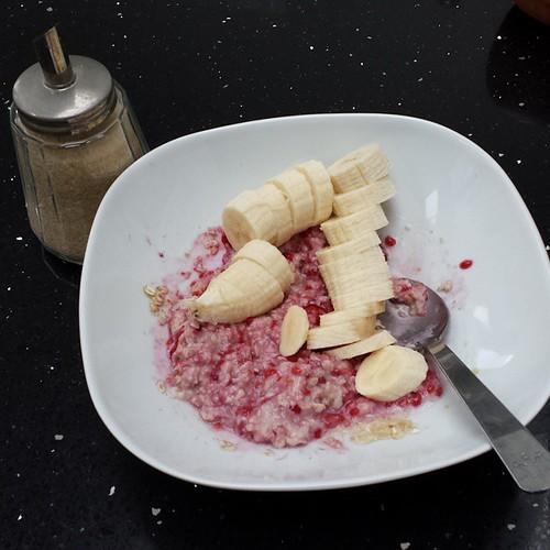 Warme havermout met melk, banaan, frambozen #ontbijt #projectgezondereten #20kmbru