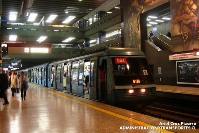 Metro de Santiago - Alstom NS93 N2064 - Universidad de Chile (L1)
