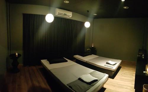 ห้องนวดแบบ Private จะมีแค่ 2 เตียง เหมาะสำหรับคู่รัก หรือ แม่ลูก