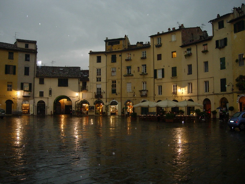 Plaza lucca