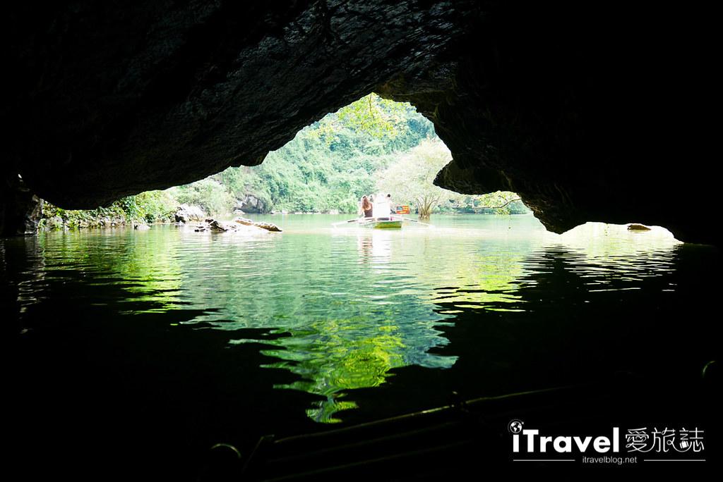 《宁平游船体验》陆龙湾新泰旅游区游船:陆地版下龙湾行舟,享受穿梭山峦与洞穴的乐趣