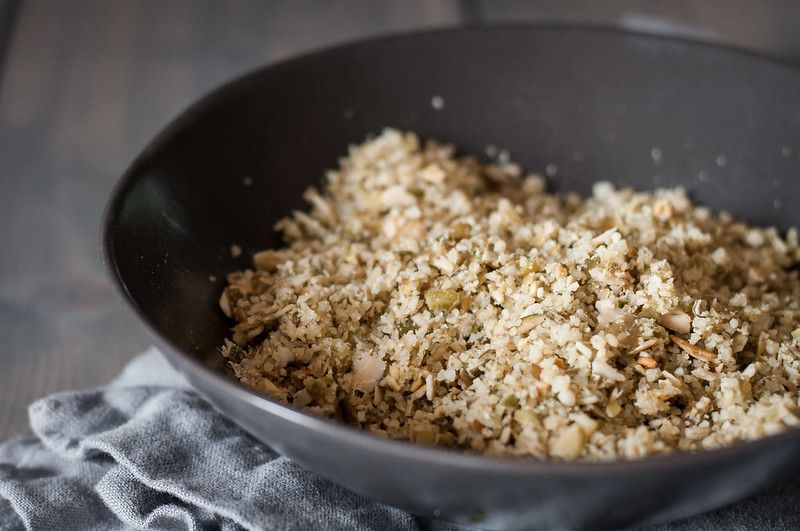 """Gluten free pumpkin seed """"breadcrumb"""" topping for healthy butternut squash mac and cheese!"""
