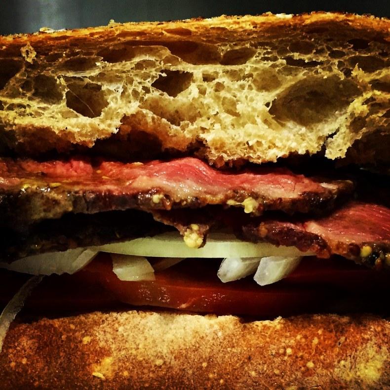 Bocadillo o sandwich con roast beef