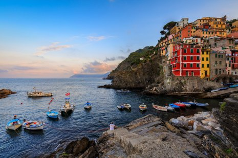 Encounter on the shores of Riomaggiore Harbour
