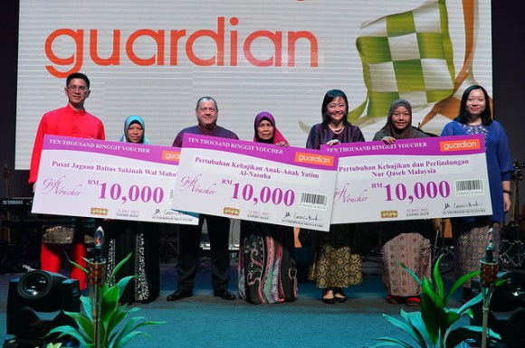 GuardianMY Mktg Dir Christina Low presenting vouchers