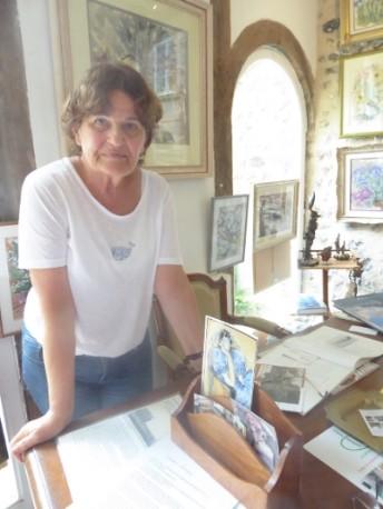 Ioana in her Gallery