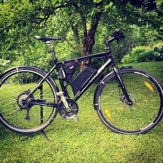 The Black Beast. A.K.A My DIY e-bike. Converted my trusty ol' Trek FX 7.3 Disc with 500w rear hub motor (15Ah/36V battery). I'm loving it! #latergram @trekbikes #ebike #sähköpyörä